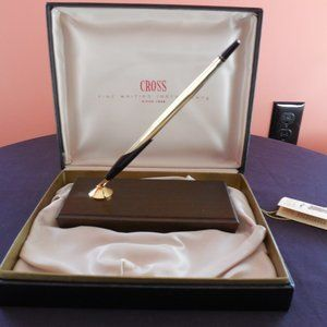 Like New Cross Desk Set w/Gold Plated Pen